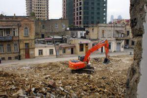Как решить проблему компенсации за снос домов в Баку?