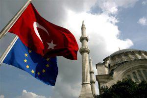 Евросоюз Турции не помогает, ищет повода для критики