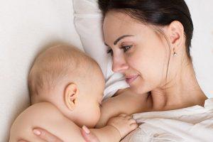 В Азербайджане на грудном вскармливании около 50% детей