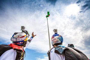 «Летающие скайдайверы» совершили прыжок с флагом Азербайджана (ФОТО)