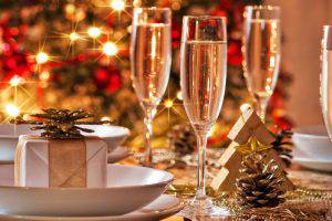 Население Азербайджана потратит на новогодние подарки около миллиарда манатов