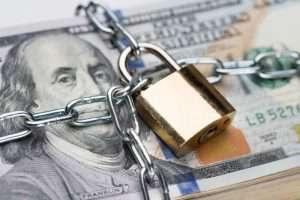 Отток депозитов из азербайджанских банков продолжается