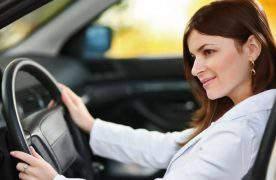 Жители Баку «за» большее количество женщин-таксистов (опрос)