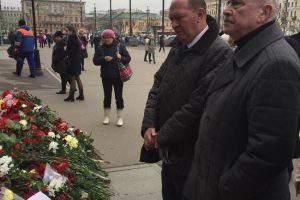 Александр Шаровский почтил память жертв, погибших в питерском метро