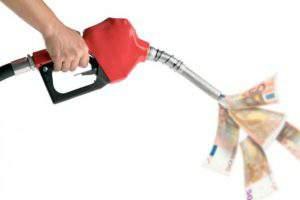 Роста зарплат и пенсий после повышения цен на бензин в Азербайджане не ждут
