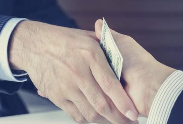 Бытовой коррупции в Азербайджане становится меньше