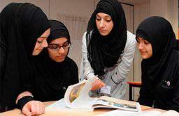 На учащихся в хиджабах в Азербайджане «давят» в школах и вузах