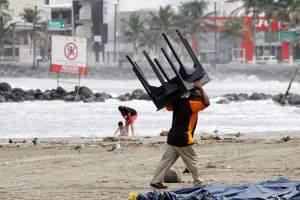 Число жертв землетрясения в Мексике растет