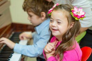 В Баку поддержали семьи, воспитывающим детей с синдромом Дауна
