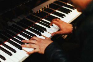 В Баку пройдет концерт знаменитых пианистов