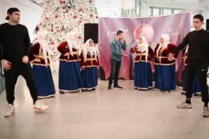 «Ленкоранские бабушки» и бакинский рэпер зажгли в Ganjlik Mall (ФОТО)