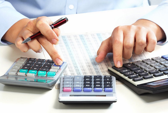 hands-ruki-nalog-taxes-kalkulyator-calculator-office.jpg