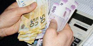 Кому в Азербайджане задерживают зарплату?