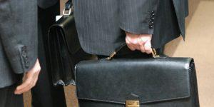 На азербайджанских чиновниках можно сэкономить не менее 100 млн. манат