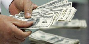 Азербайджан меньше получает денег, но больше инвестирует за рубеж
