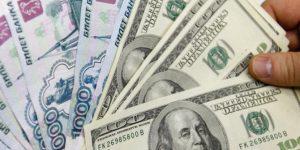 Манатные сбережения переводить в рубли не стоит - экономисты