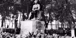 Советский памятник несоветскому Ахундову