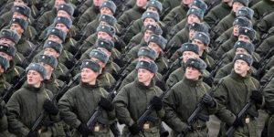 """Россия возрождает """"советскую армию""""?"""
