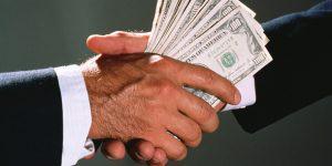 В чем дают и берут взятки в Азербайджане